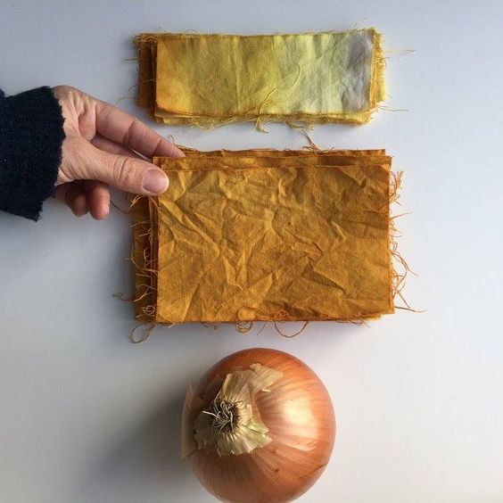 tingere tessuto cotone lino con cipolla