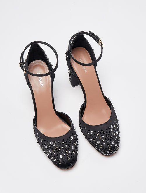 scarpe nere applicazione strass