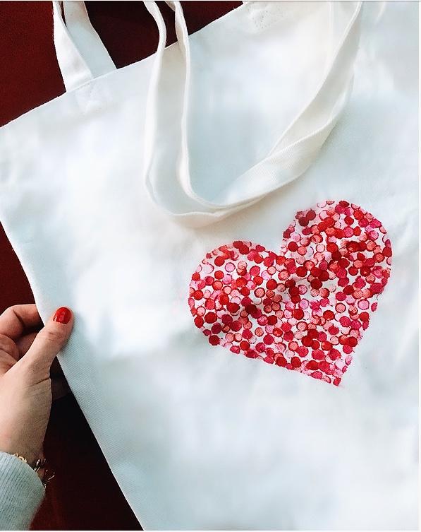 decorare una borsa di stoffa