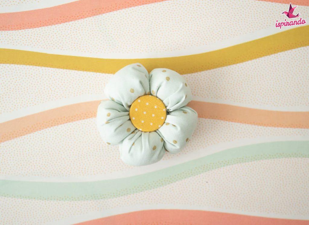fiore di stoffa imbottito cucito facile primavera tutorial