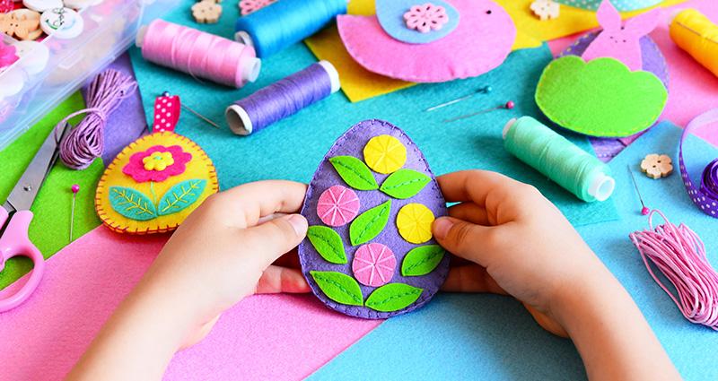 lavoretti per bambini uova di feltro cucite a mano