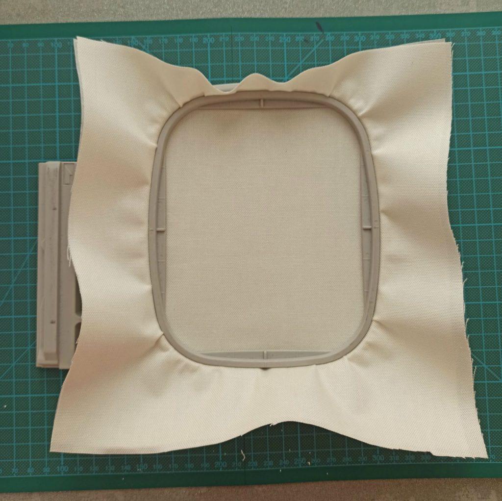 preparare il tessuto per il ricamo a macchina